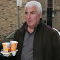 Amy Winehouse tėvas Mitchas eina į dukros namus Šiaurės Londone