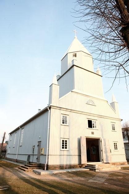 Restauruojamos medinės bažnyčios keri