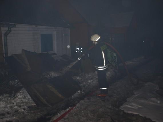 В Вильнюсе сгорел дом, один человек погиб, другой обгорел