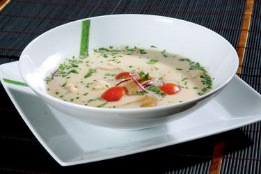 Tailandietiški patiekalai. Vištienos sriuba su kokosų pienu