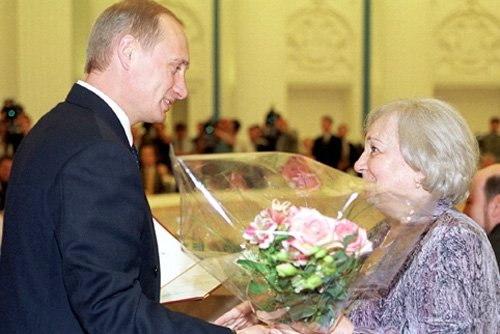 Tatjana Lioznova ir Vladimiras Putinas 2000 m. wikipedia.org. nuotr.