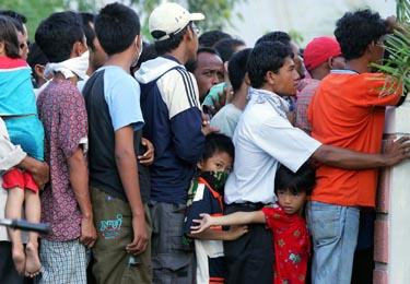 Po cunamio tūkstančiams reikalinga pagalba