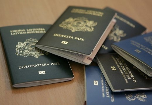 Омбудсмен призвал Латвию отказаться оттермина «негражданин»