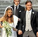 Futbolininkas Francesco Totti vedė Italijos TV žvaigždę Hilary Blasi