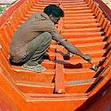 Indas dažo naują valtį