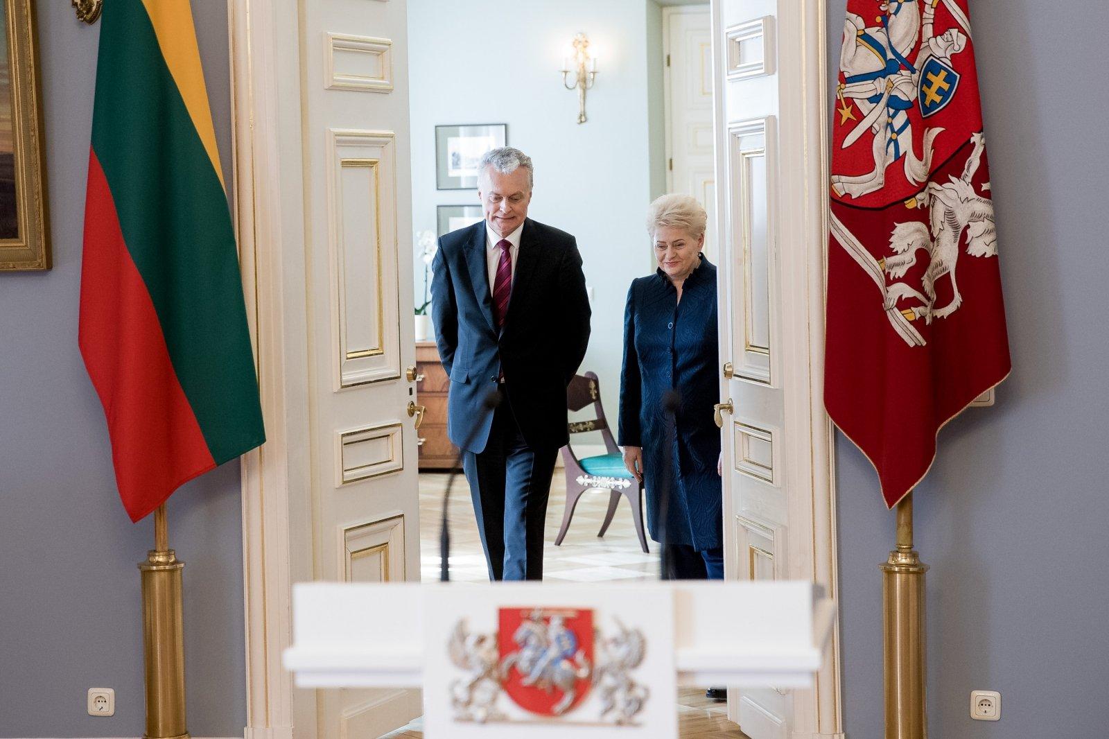 """Vaizdo rezultatas pagal užklausą """"grybauskaitė ir nausėda"""""""