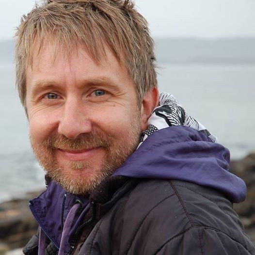 Į Lietuvą atvykęs airis hipnoterapeutas žada mintimis lankstyti šaukštus