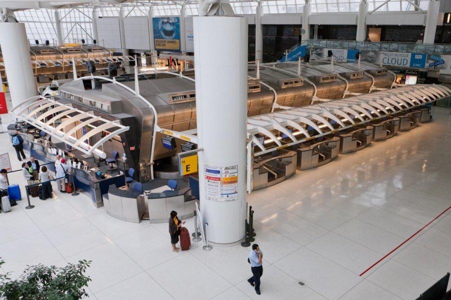 Еще водном терминале аэропорта Нью-Йорка раздаются выстрелы