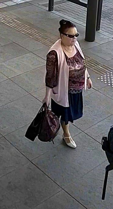 Vagystę iš daiktų saugojimo spintelės tiriantys pareigūnai prašo atpažinti moterį