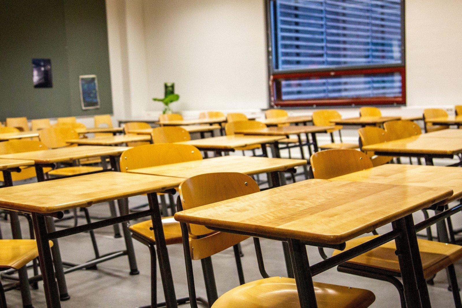 Празднование последнего звонка в школе-гимназии Ново-Павловки в режиме онлайн (видео)