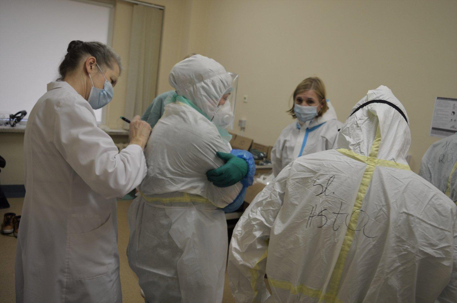 Трупы будут в приемных отделениях: врач высказался о росте случаев COVID-19