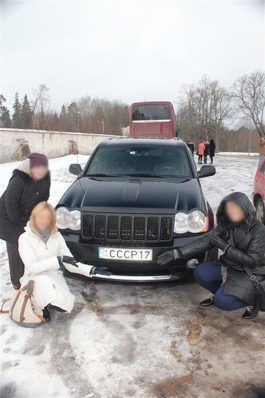 """Lietuvaites papiktino automobilio numeriai su """"CCCP"""""""