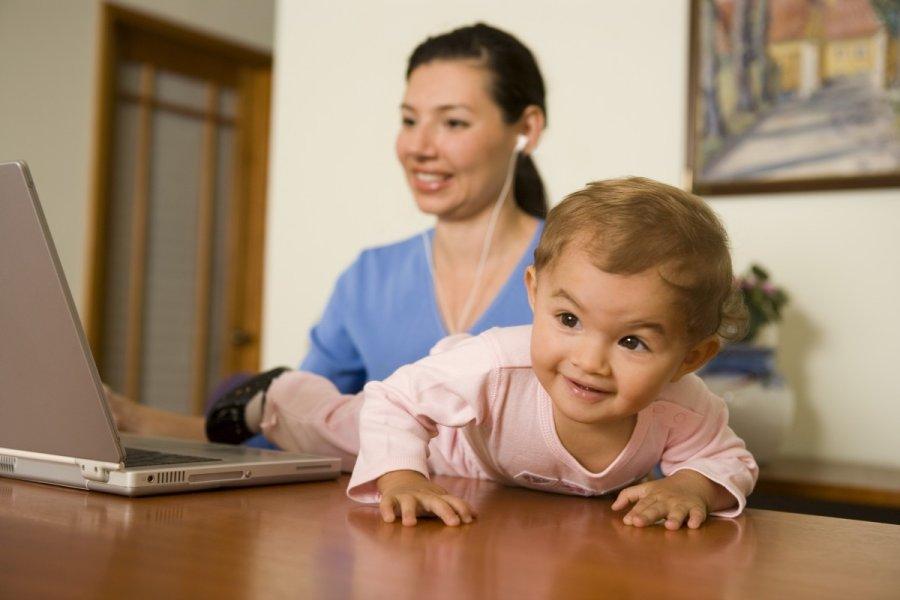 Darbas mamoms auginancioms vaikus