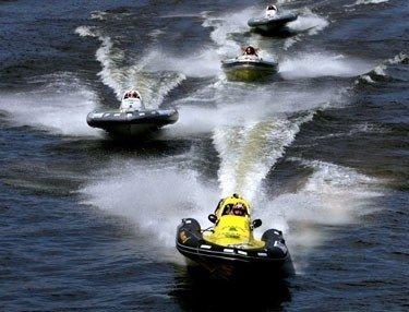 Motorinių valčių lenktynės