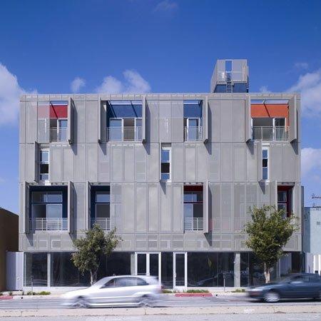 """Pastatas besikeičiančiu fasadu Los Andžele/ Foto: """"Pugh + Scarpa"""""""