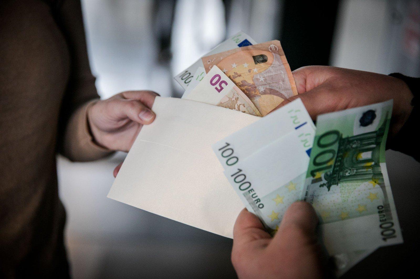 darbuotojų akcijų opcionai pinigais