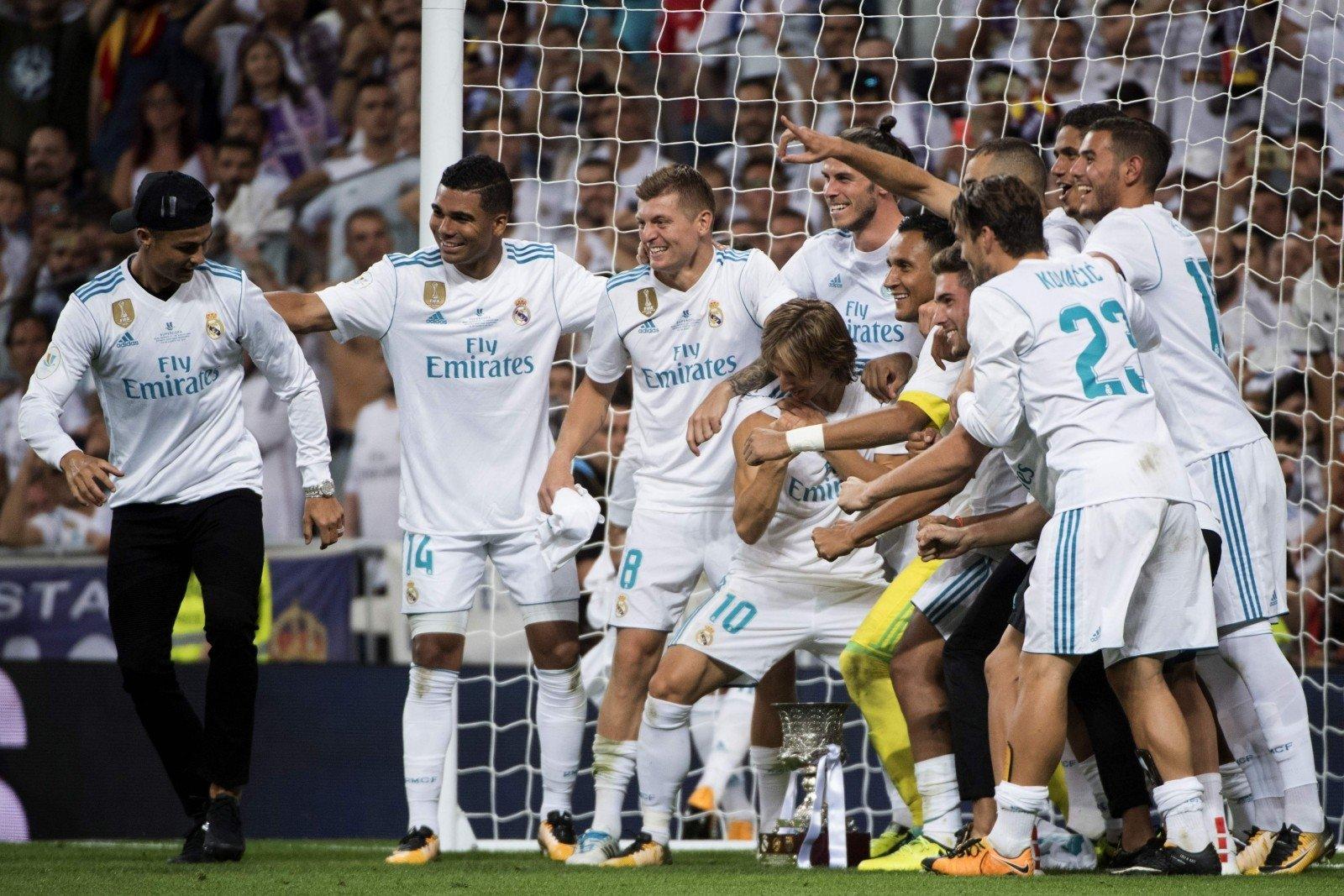 Роналду толкнул арбитра после удаления споля вматче с«Барселоной»