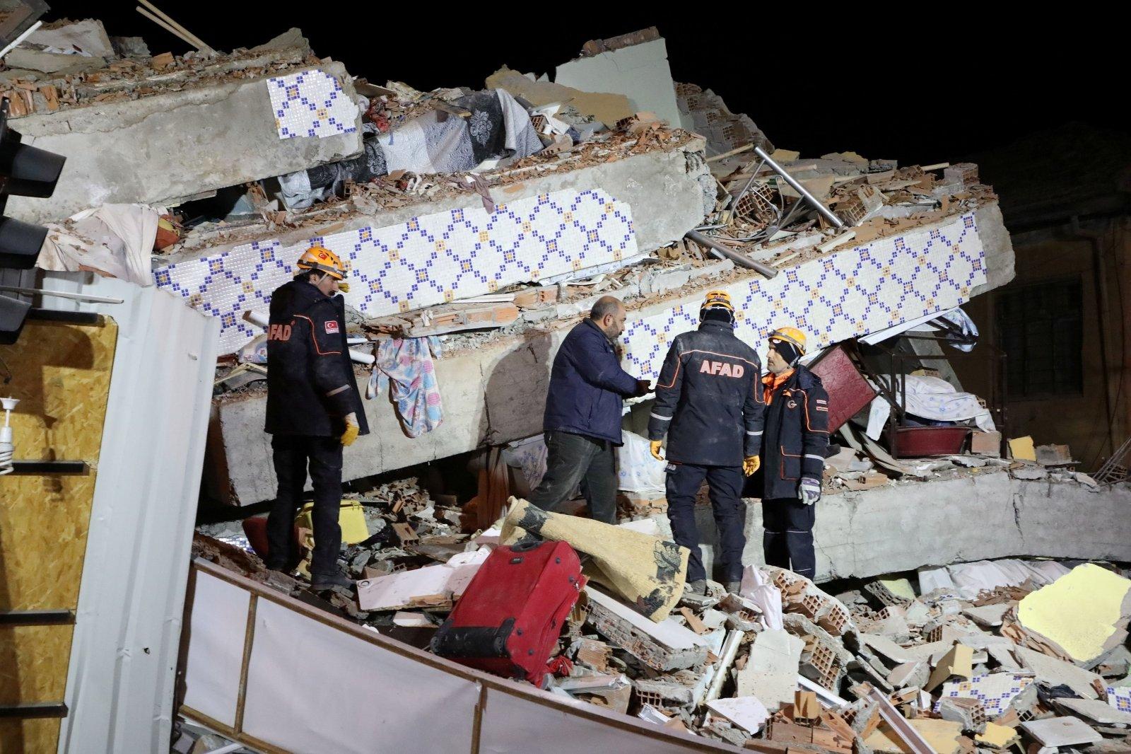 В Албании в результате землетрясения погибли по меньшей мере 22 человека