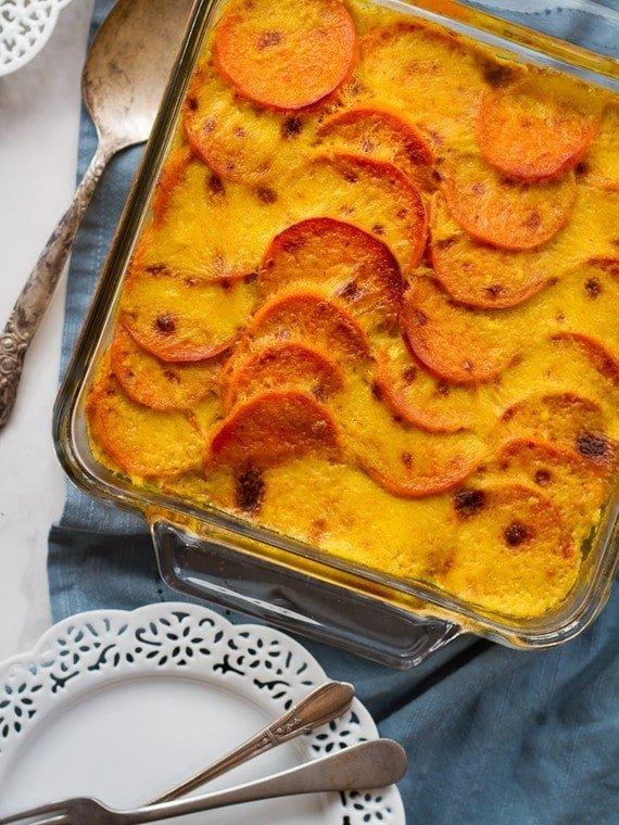 Saldžiųjų bulvių, špinatų ir bolivinės balandos kruopų apkepas (Louise Mellor nuotr.)