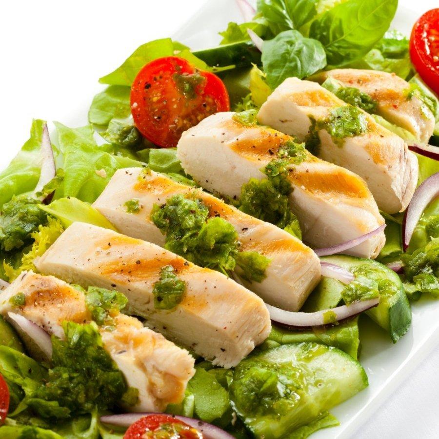Besilaikantiems dietos salotos su kepta kalakutiena for Eliminer les vers des salades