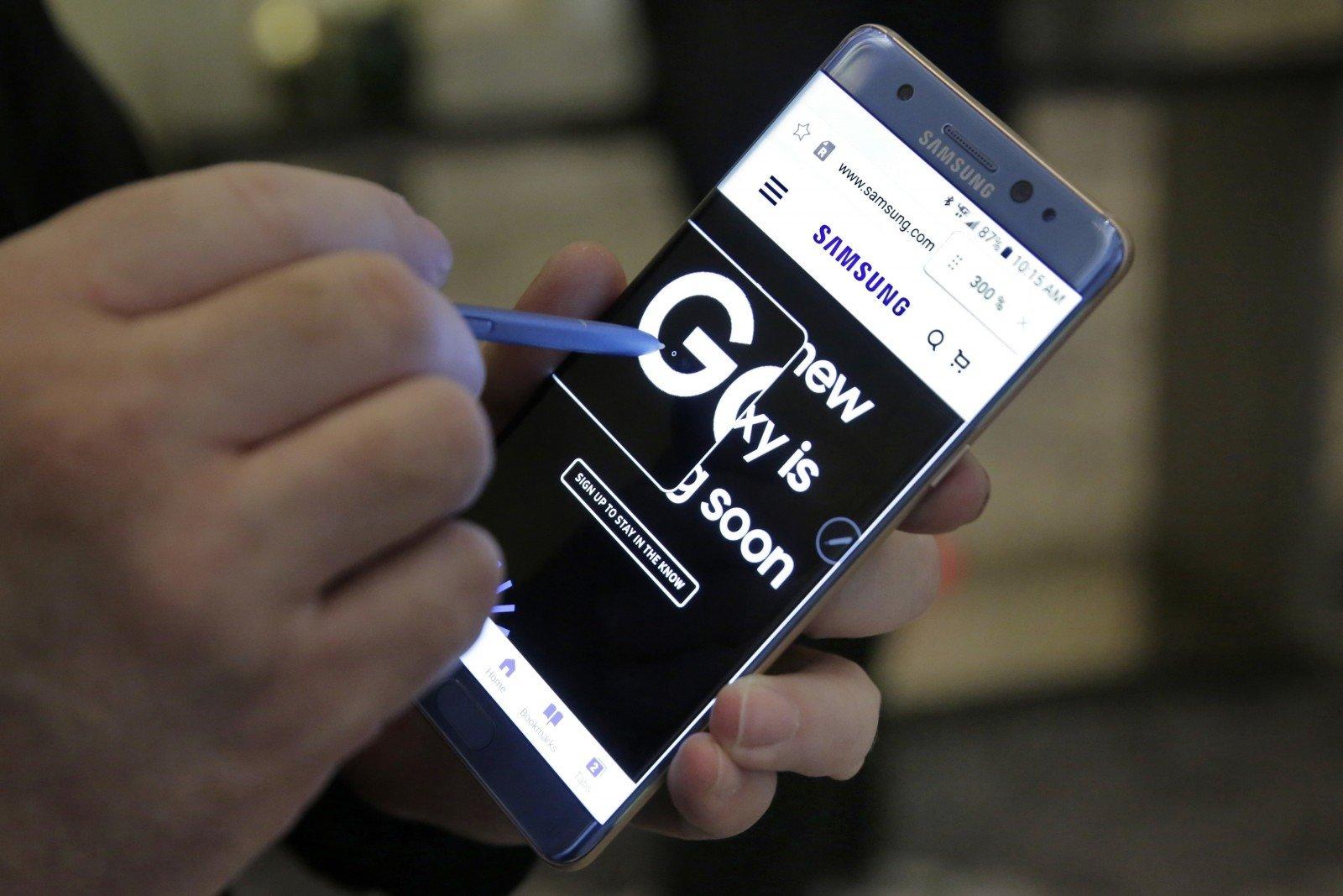 Самсунг показала дешевый смартфон Galaxy J7 Prime