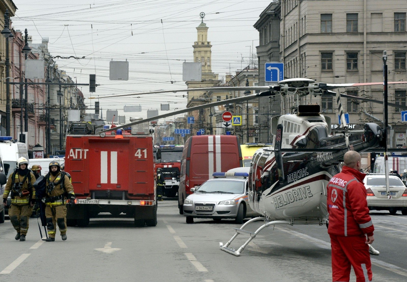 47news: при теракте вПетербурге три человека погибли под колесами поезда