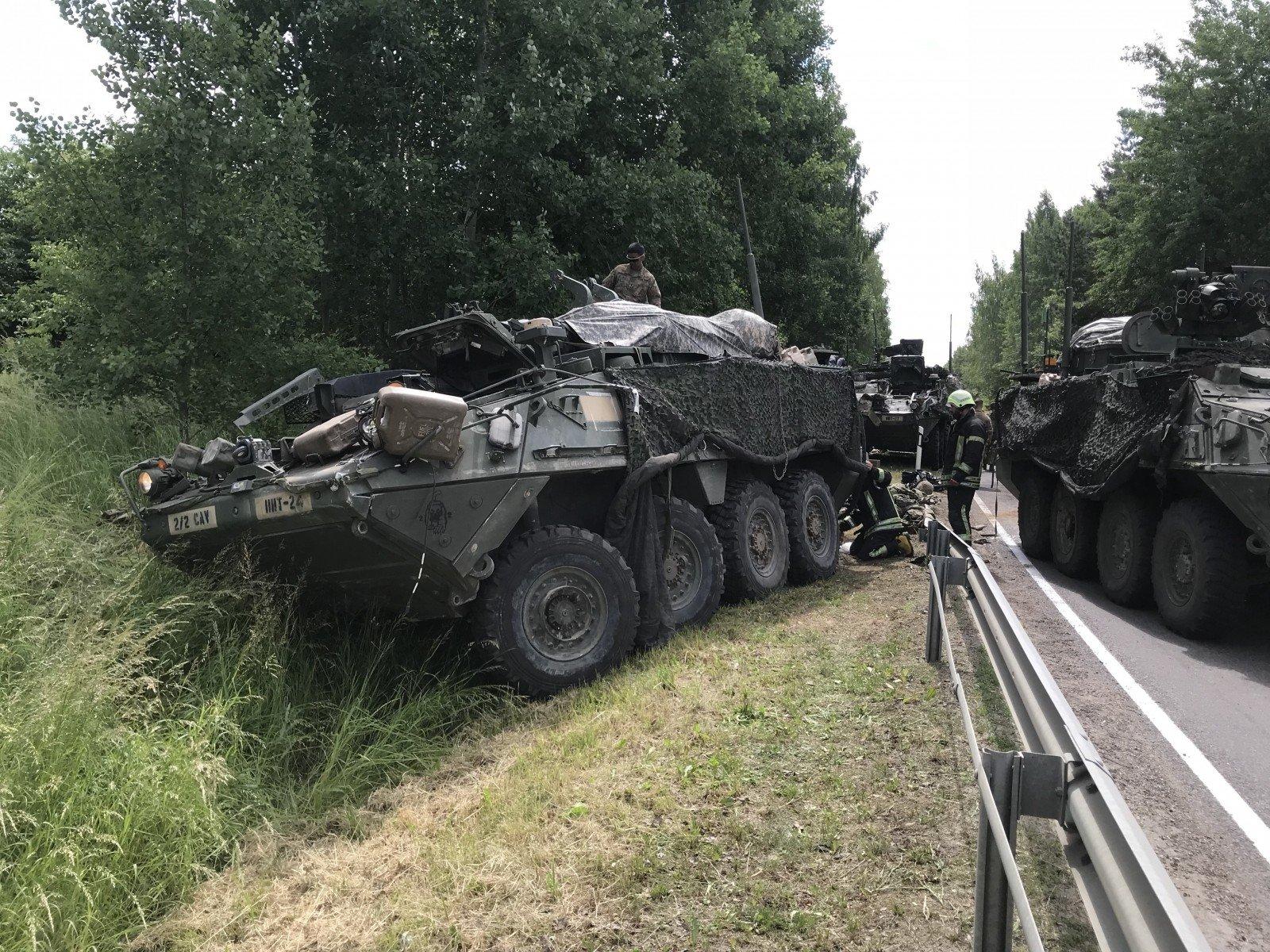 ВЛитве столкнулись 4 военных бронемашины