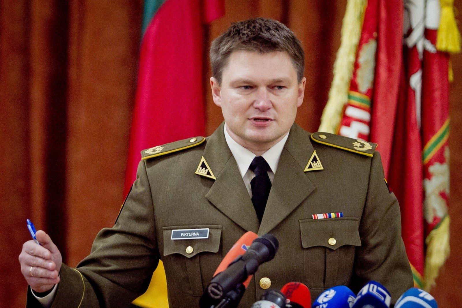 Военному атташе довелось выбирать между супругой икарьерой— Литовская жертва Крыма