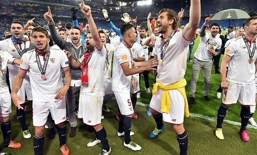 'Севилья первой в истории трижды подряд выиграла Лигу Европы
