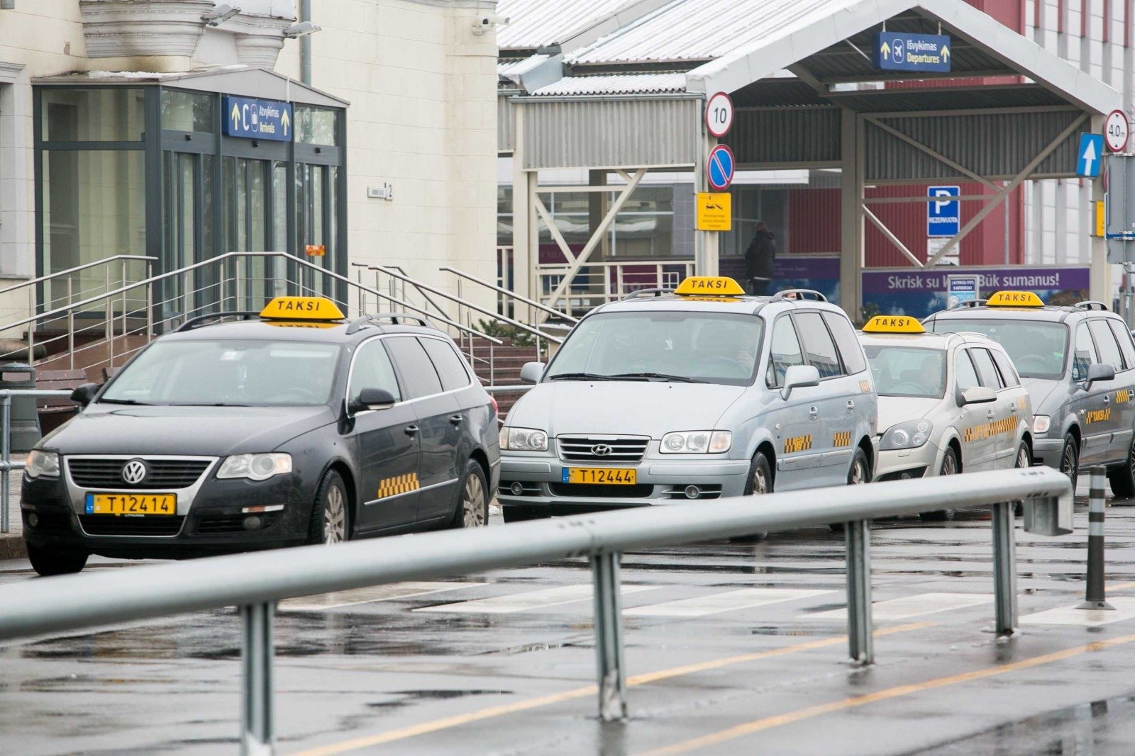 Taxi prices at Vilnius airport could be regulated - EN DELFI