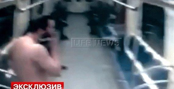 Обнаженный мужчина с бородой прокатился в московском метро