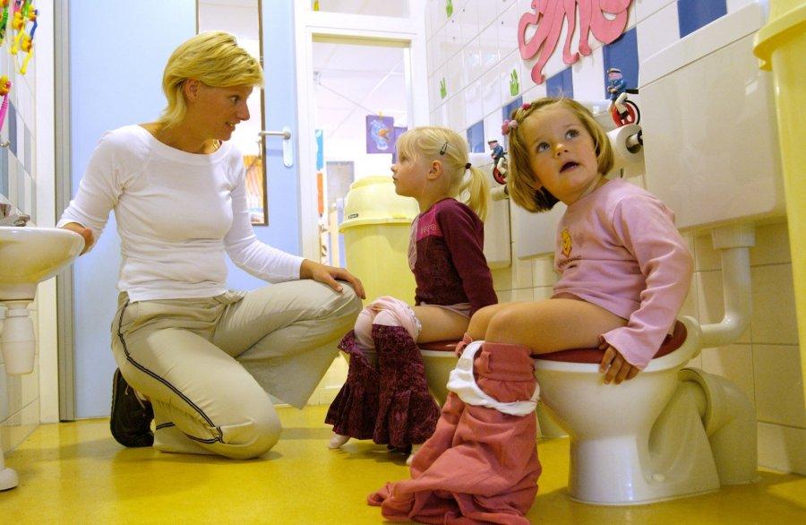 Беременная няня в детском саду 33