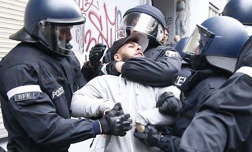 ВБерлине милиция применила слезоточивый газ против враждебных участников демонстрации